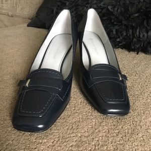 Etienne Aigner navy pump with buckle accent